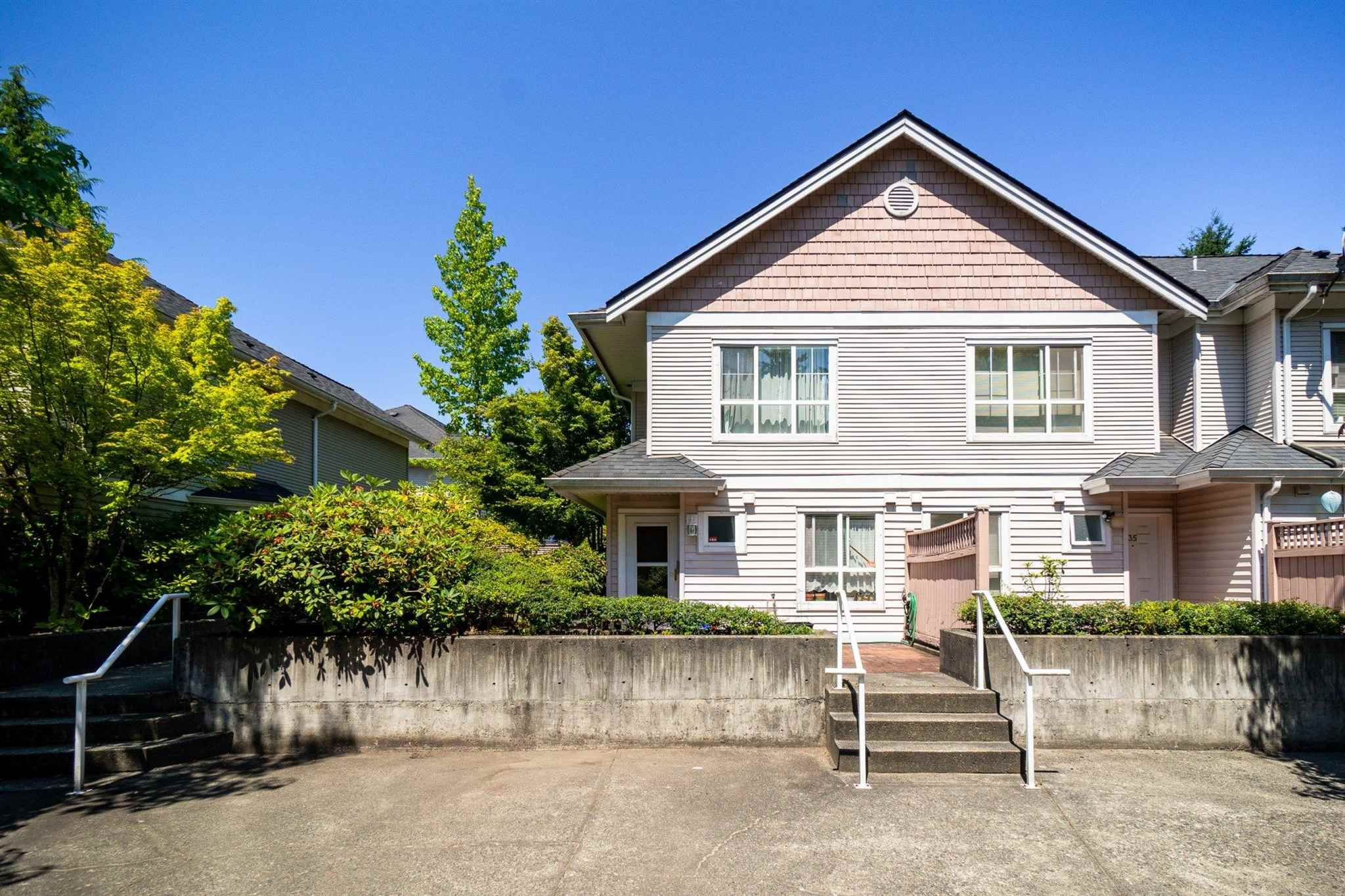 """Main Photo: 36 6670 RUMBLE Street in Burnaby: South Slope Townhouse for sale in """"MERIDIAN BY THE PARK"""" (Burnaby South)  : MLS®# R2603562"""