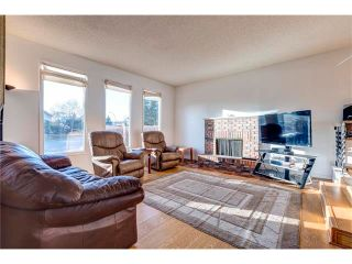 Photo 3: 5844 DALCASTLE Crescent NW in Calgary: Dalhousie House for sale : MLS®# C4053124