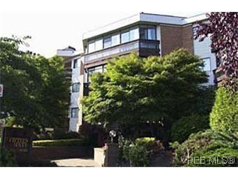 Main Photo: 410 1560 Hillside Ave in VICTORIA: Vi Oaklands Condo for sale (Victoria)  : MLS®# 288360