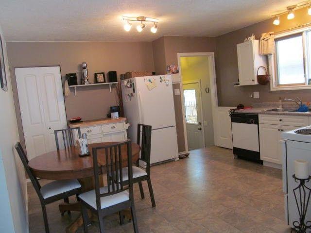Photo 4: Photos: 9208 99TH Avenue in Fort St. John: Fort St. John - City SE House for sale (Fort St. John (Zone 60))  : MLS®# N237714