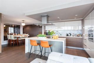 """Photo 8: 1802 8 SMITHE Mews in Vancouver: Yaletown Condo for sale in """"Flagship"""" (Vancouver West)  : MLS®# R2577399"""