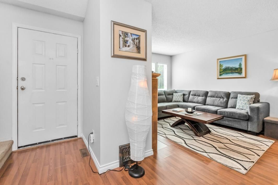 "Photo 3: Photos: 11891 CHERRINGTON Place in Maple Ridge: West Central House for sale in ""WEST MAPLE RIDGE"" : MLS®# R2600511"
