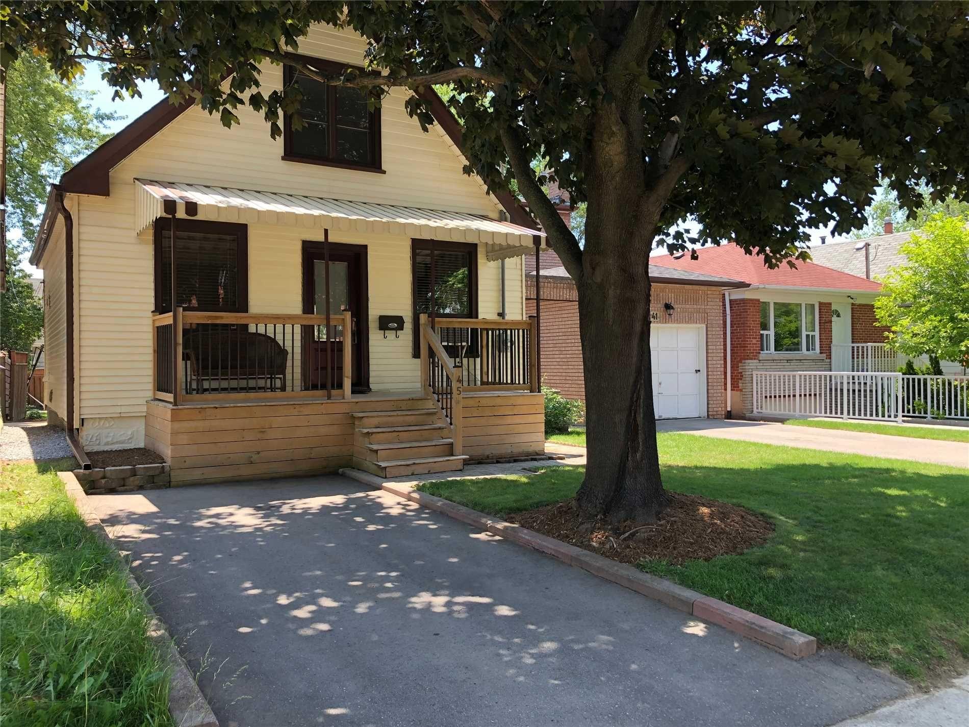 Main Photo: 45 E Highview Avenue in Toronto: Birchcliffe-Cliffside House (1 1/2 Storey) for sale (Toronto E06)  : MLS®# E4510937