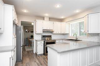 Photo 5: 70 Manring Cove in Winnipeg: House for sale : MLS®# 202121105