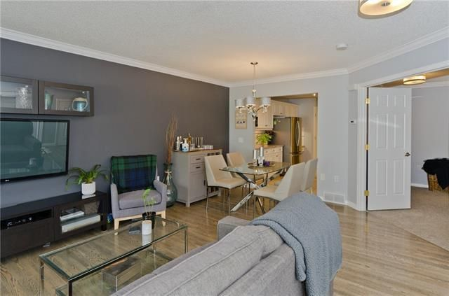 Main Photo: 2540 17 Avenue SW in Calgary: Shaganappi Row/Townhouse for sale : MLS®# A1072286