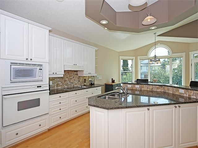 Photo 9: Photos: 315 MT DOUGLAS Court SE in Calgary: McKenzie Lake House for sale : MLS®# C4068873