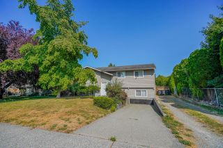 Photo 2: 2984 265A Street: House for sale in Langley: MLS®# R2604156