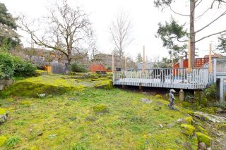 Photo 23: 1020 W Burnside Rd in : SW Strawberry Vale House for sale (Saanich West)  : MLS®# 859486