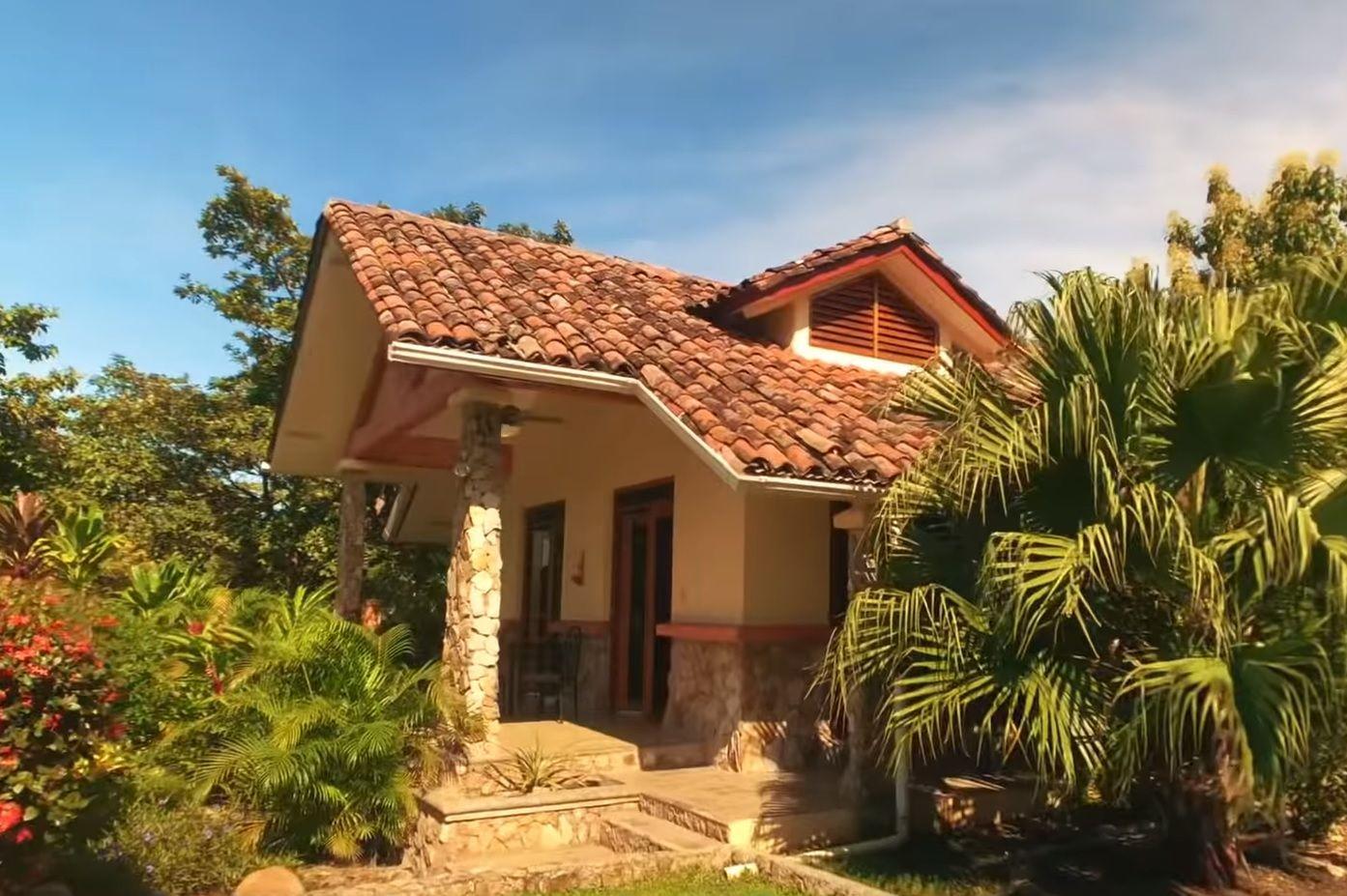 Main Photo: Ocean and beach front House in Costa Esmeralda