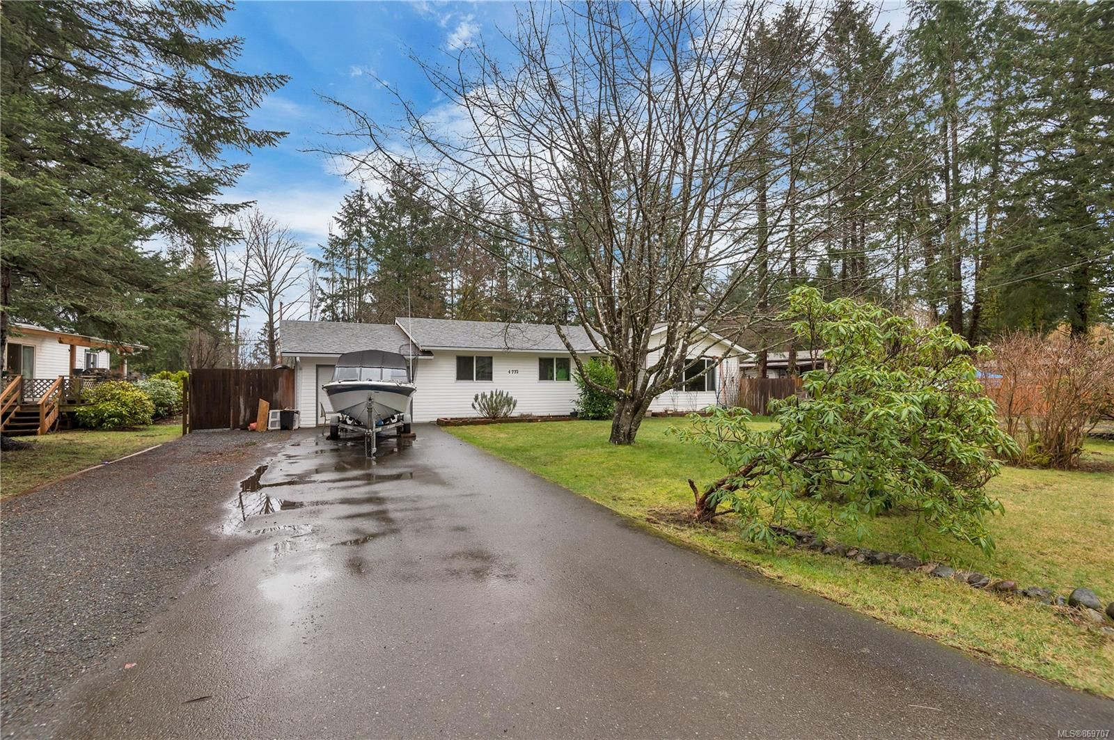 Main Photo: 4772 Upland Rd in : CR Campbell River South House for sale (Campbell River)  : MLS®# 869707