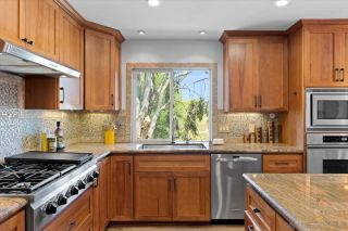 Photo 6: BAY PARK House for sale : 4 bedrooms : 3636 Mount Laurence Dr in San Diego