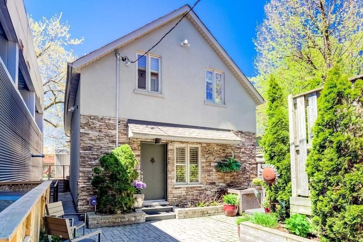 Main Photo: 103 952 Kingston Road in Toronto: East End-Danforth Condo for sale (Toronto E02)  : MLS®# E4458647