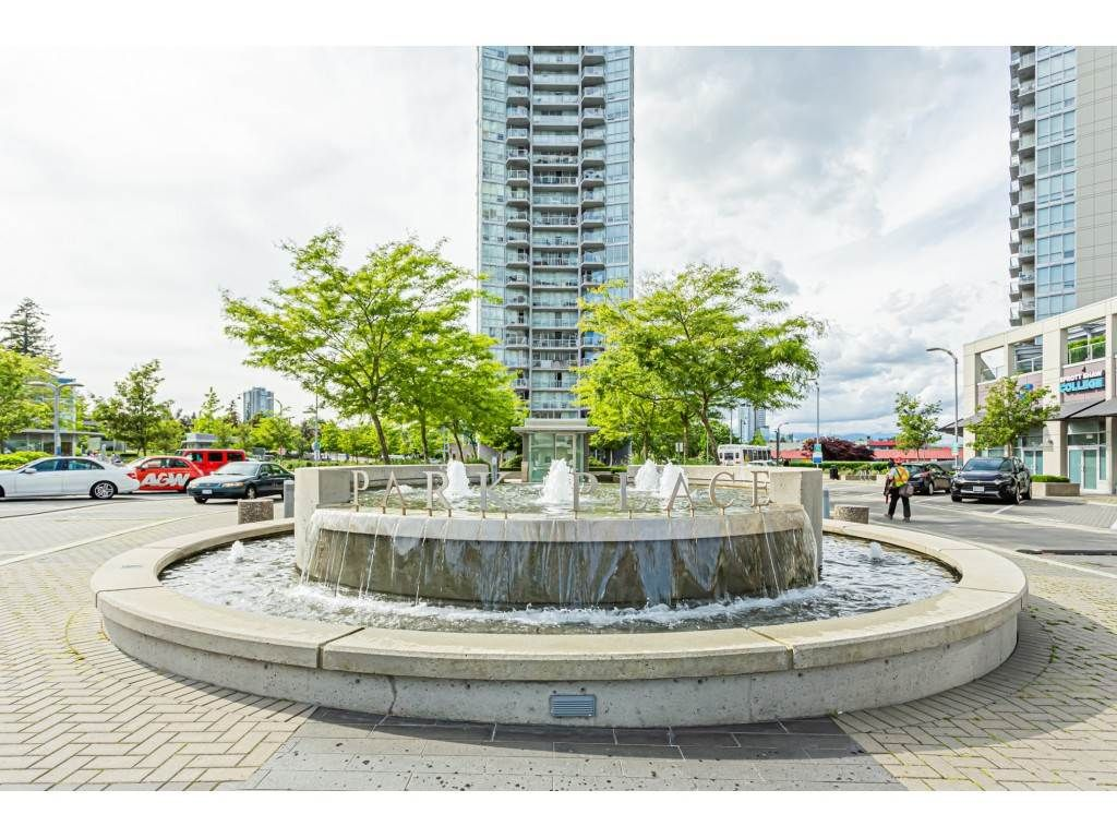 Main Photo: 710 13688 100 AVENUE in Surrey: Whalley Condo for sale (North Surrey)  : MLS®# R2483036