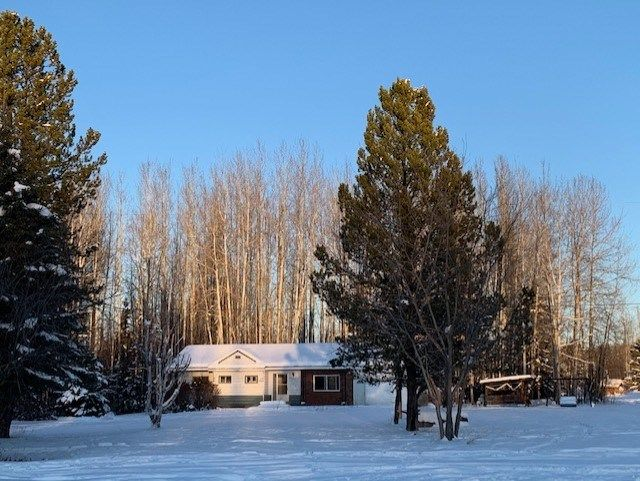 """Main Photo: 7112 OLD ALASKA Highway in Fort Nelson: Fort Nelson - Rural House for sale in """"OLD ALASKA HIGHWAY 302"""" (Fort Nelson (Zone 64))  : MLS®# R2520538"""