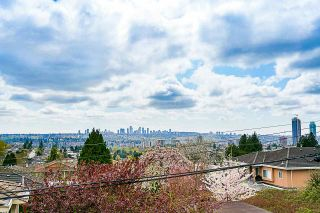 """Photo 11: 102 5688 HASTINGS Street in Burnaby: Capitol Hill BN Condo for sale in """"Oro"""" (Burnaby North)  : MLS®# R2463254"""