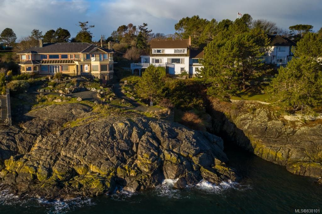 Main Photo: 987 Beach Dr in Oak Bay: OB South Oak Bay House for sale : MLS®# 838101