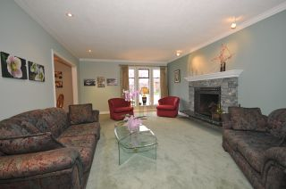 """Photo 11: 10351 HOGARTH Place in Richmond: Woodwards House for sale in """"WOODWARDS"""" : MLS®# V881151"""