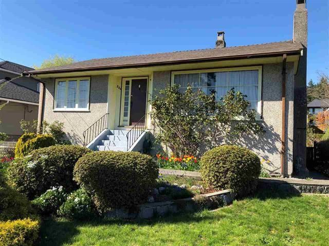 Main Photo: 234 W ST. JAMES Road in North Vancouver: Upper Lonsdale House for sale : MLS®# R2600090