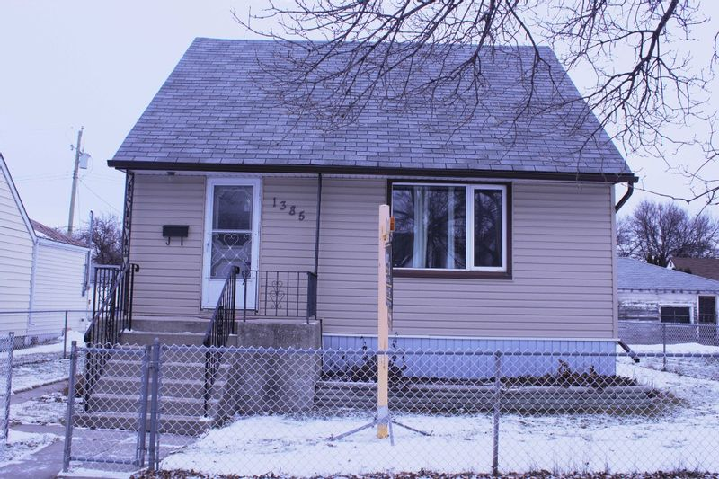 FEATURED LISTING: 1385 Manitoba Avenue Winnipeg