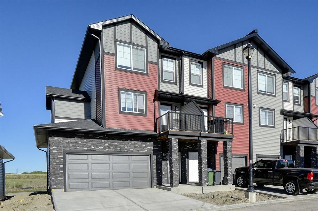 Main Photo: 2001 Jumping Pound Common: Cochrane Row/Townhouse for sale : MLS®# A1115611
