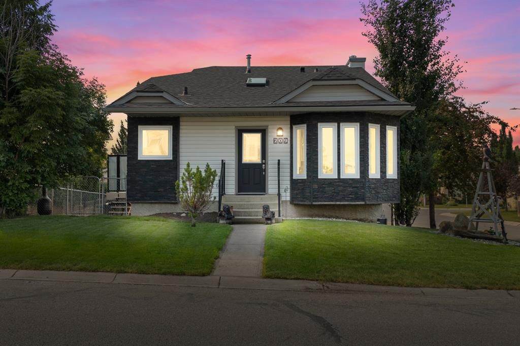 Main Photo: 209 Downey Place: Okotoks Detached for sale : MLS®# A1133204