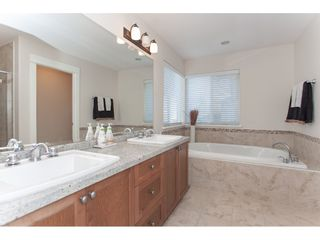 """Photo 11: 20141 68A Avenue in Langley: Willoughby Heights House for sale in """"Woodbridge"""" : MLS®# R2354583"""