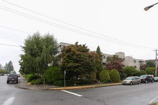 "Photo 3: 203 1429 MERKLIN Street: White Rock Condo for sale in ""Kensington Manor"" (South Surrey White Rock)  : MLS®# R2203137"