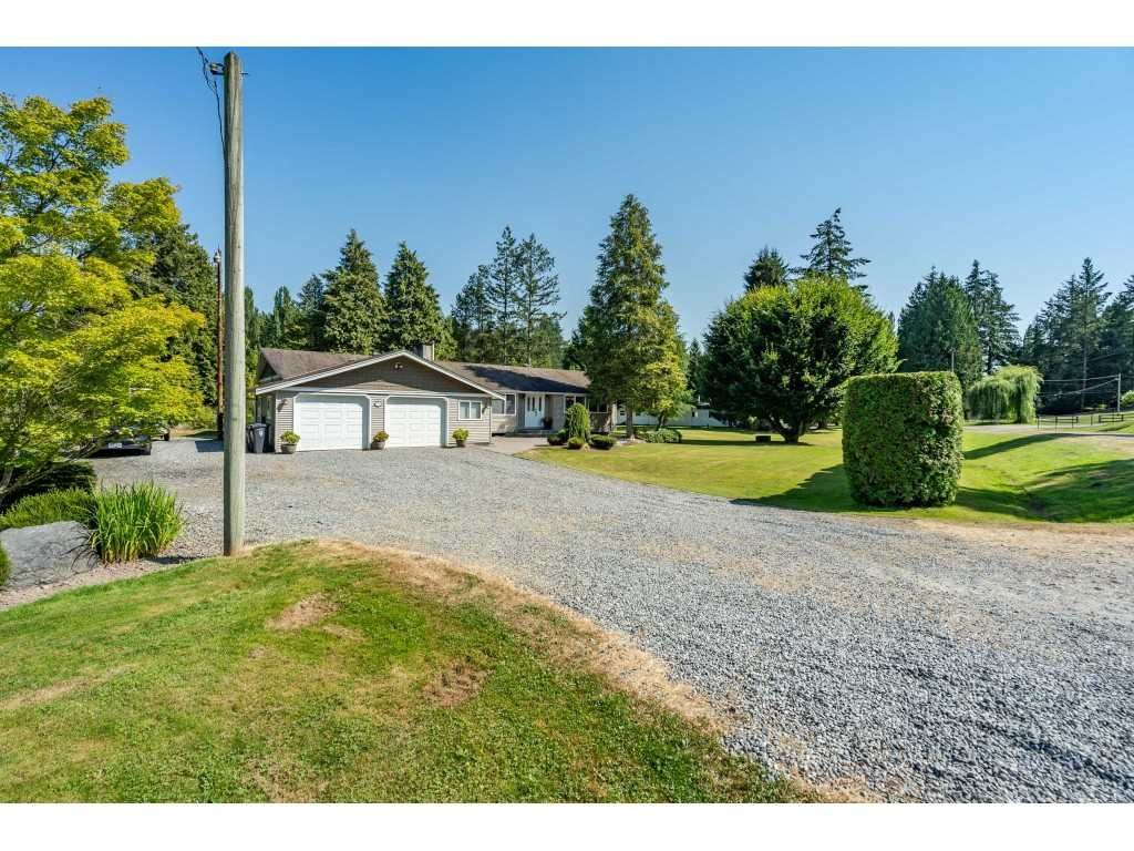 """Main Photo: 82 CLOVERMEADOW Crescent in Langley: Salmon River House for sale in """"Salmon River"""" : MLS®# R2485764"""