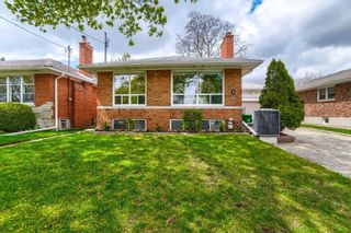 Photo 1: 8 Dumbarton Road in Toronto: Stonegate-Queensway House (Bungalow) for sale (Toronto W07)  : MLS®# W5232182