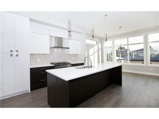 Photo 3: 2210 26 Street SW in CALGARY: Killarney_Glengarry Residential Attached for sale (Calgary)  : MLS®# C3599174