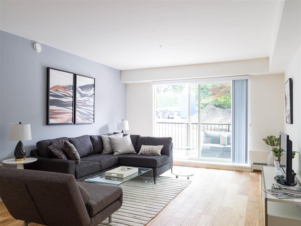 Main Photo: 109 357 E 2ND STREET in North Vancouver: Lower Lonsdale Condo for sale : MLS®# R2483502