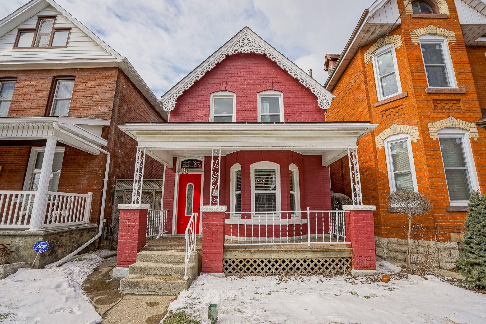Main Photo: 57 Oak Avenue in Hamilton: House for sale : MLS®# H4047059