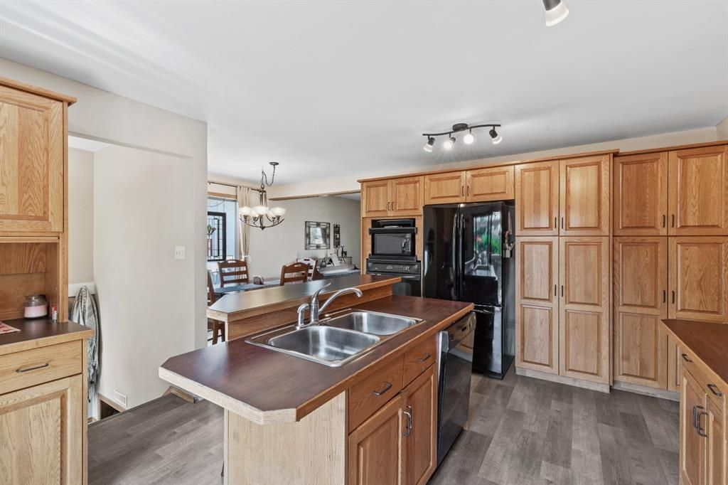 Photo 8: Photos: 1033 Smith Avenue: Crossfield Detached for sale : MLS®# A1129311