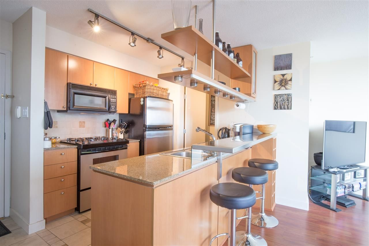 "Photo 9: Photos: 2507 1438 RICHARDS Street in Vancouver: Yaletown Condo for sale in ""AZURA ONE"" (Vancouver West)  : MLS®# R2394996"