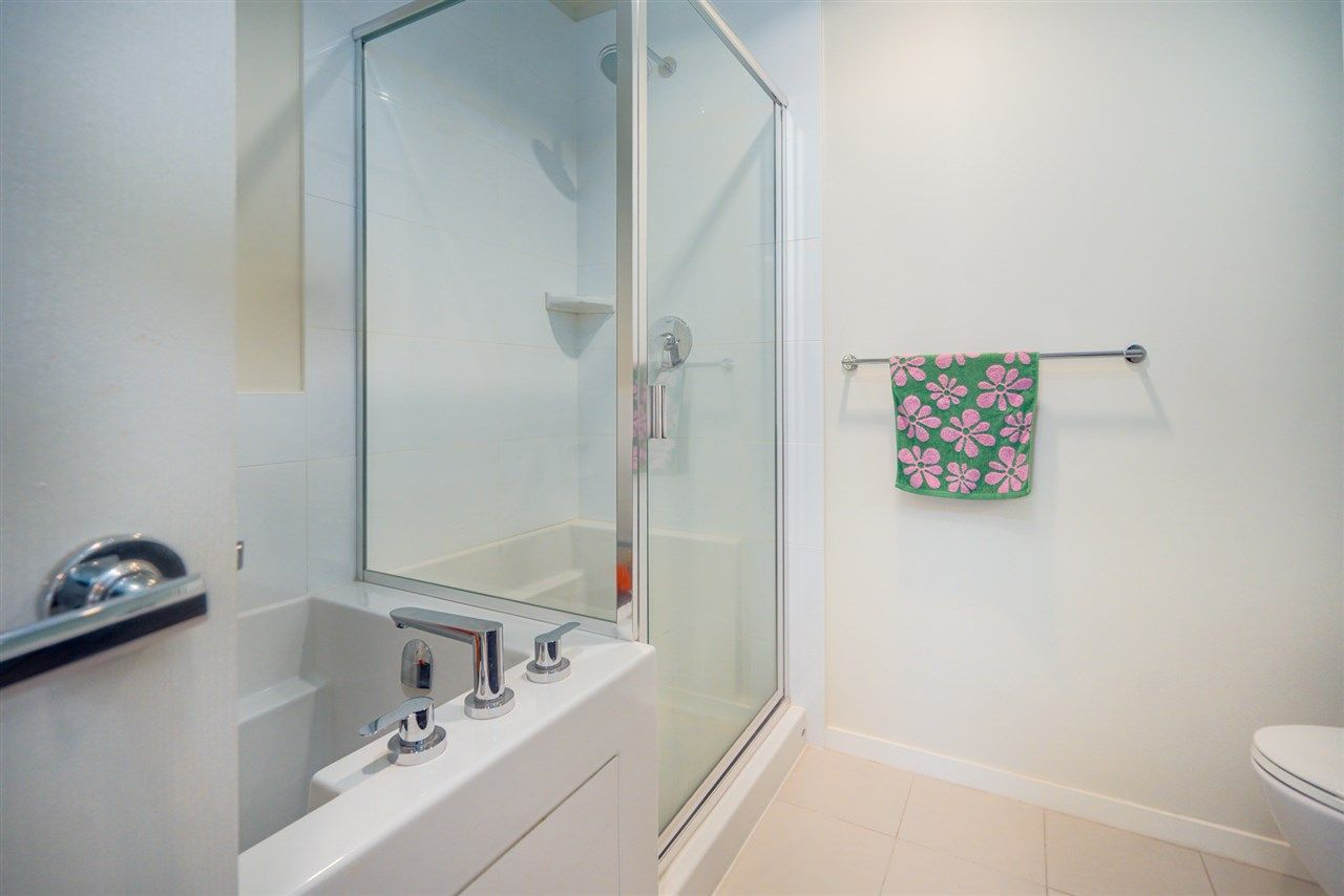 """Photo 18: Photos: 216 3107 WINDSOR Gate in Coquitlam: New Horizons Condo for sale in """"BRADLEY HOUSE"""" : MLS®# R2481599"""
