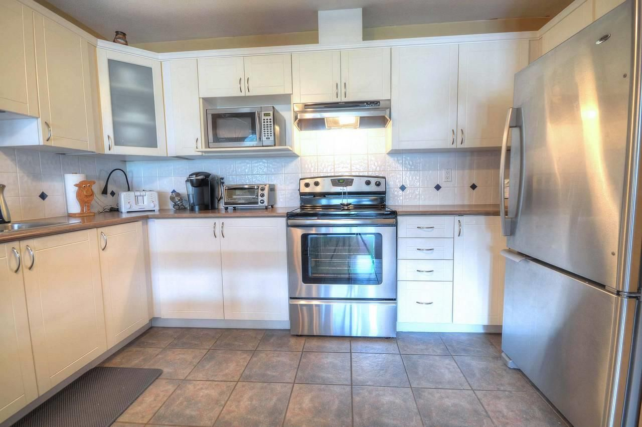"""Photo 3: Photos: 403 121 SHORELINE Circle in Port Moody: College Park PM Condo for sale in """"HARBOUR HEIGHTS"""" : MLS®# R2575353"""