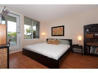 Photo 8: 330 1979 YEW Street in Capers Building: Kitsilano Home for sale ()  : MLS®# V850213