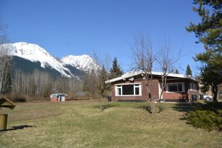 """Photo 1: 4365 LAKE KATHLYN Road in Smithers: Smithers - Rural House for sale in """"Lake Kathlyn"""" (Smithers And Area (Zone 54))  : MLS®# R2557275"""