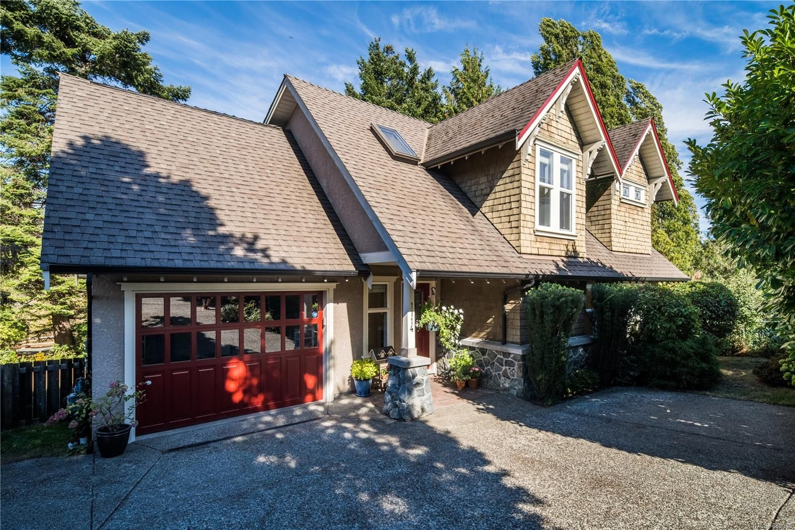 Main Photo: 1114 Craigflower Rd in : Es Kinsmen Park House for sale (Esquimalt)  : MLS®# 885588