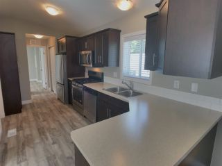 """Photo 6: 22 24330 FRASER Highway in Langley: Otter District Manufactured Home for sale in """"Langley Grove Estates"""" : MLS®# R2390196"""