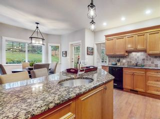 Photo 13: 801 Rogers Way in : SE High Quadra House for sale (Saanich East)  : MLS®# 862780