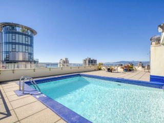 "Photo 17: 905 1250 BURNABY Street in Vancouver: West End VW Condo for sale in ""The Horizon"" (Vancouver West)  : MLS®# R2525918"