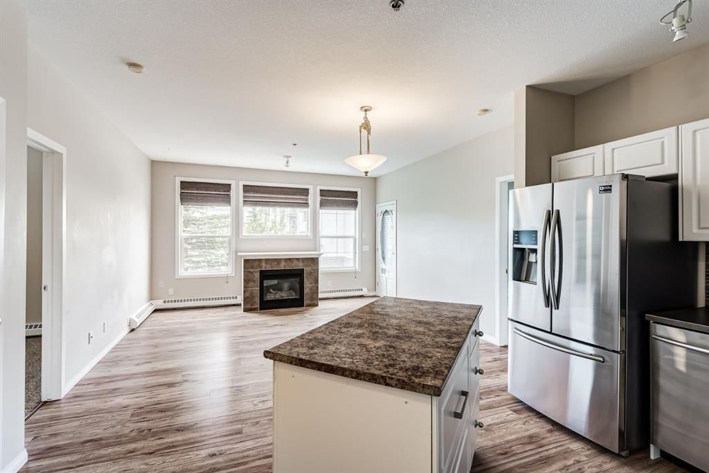 Photo 4: Photos: 204 1000 Applevillage Court SE in Calgary: Applewood Park Apartment for sale : MLS®# A1121312