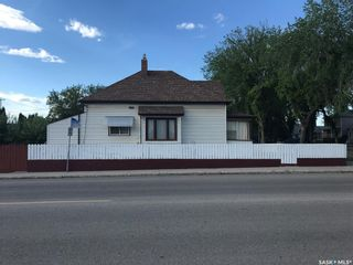 Photo 1: 403 I Avenue North in Saskatoon: Westmount Residential for sale : MLS®# SK858437