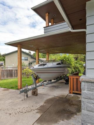 Photo 2: 2555 JURA Crescent in Squamish: Garibaldi Highlands House for sale : MLS®# R2176752