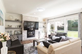 Photo 11: 2348 CHANTRELL PARK Drive in Surrey: Elgin Chantrell House for sale (South Surrey White Rock)  : MLS®# R2567795