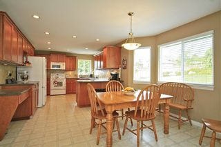 Photo 7: 6484 CLAYTONWOOD Gate in Surrey: Cloverdale BC House for sale (Cloverdale)  : MLS®# F1214656