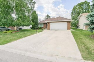 Photo 2: 3 SPRINGWOOD Bay in Steinbach: Southland Estates Residential for sale (R16)  : MLS®# 202115882