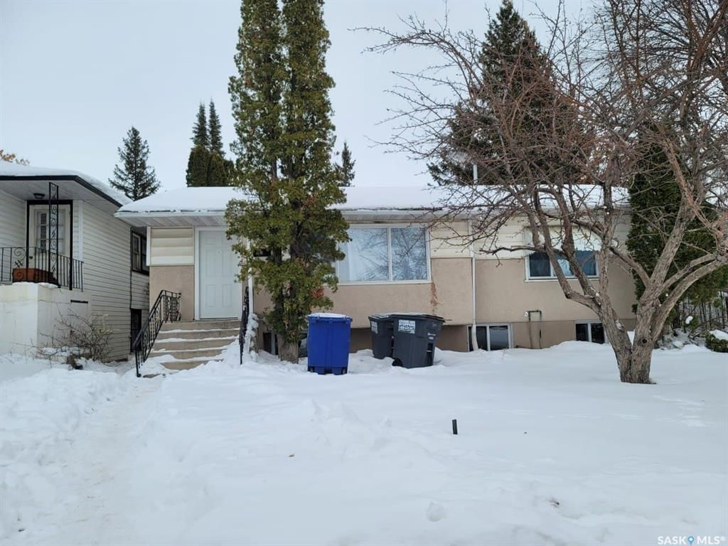 Main Photo: 704 P Avenue North in Saskatoon: Mount Royal SA Residential for sale : MLS®# SK846698