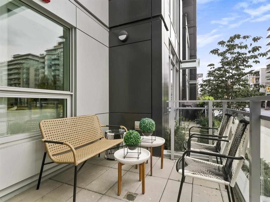 """Main Photo: 28 E 1ST Avenue in Vancouver: Mount Pleasant VE Townhouse for sale in """"PINNACLE ON THE PARK"""" (Vancouver East)  : MLS®# R2599411"""